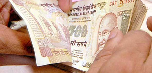 rupee 500 indian note in hand earn money in india
