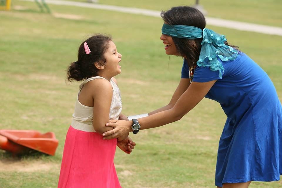 dietitian shreya playing daughter girl park